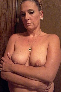 Naked wife Kellie