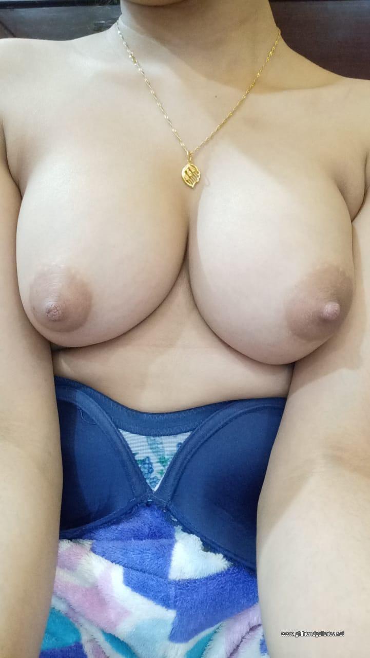 Hot Boobs Galleries