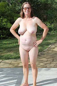 new-zealand-nudists-women