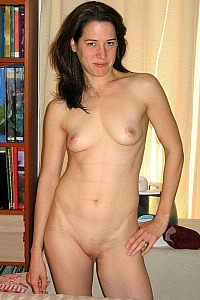 Brunette wife quick pic session