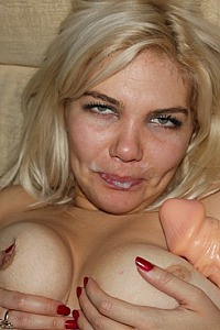 poses cum on her face
