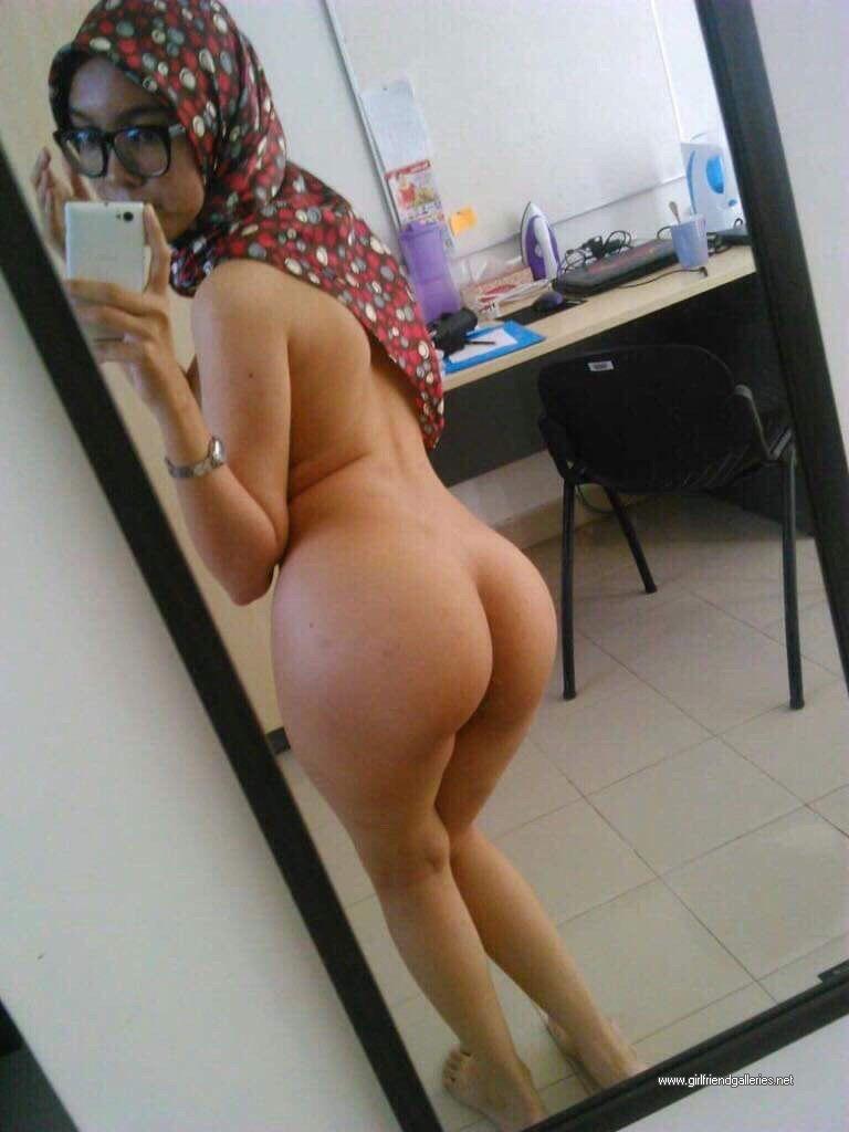 Hijabi Hotwife Stripping Nude Selfies
