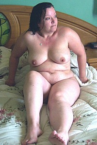 Chubby UK MILF showing off for all the world to see
