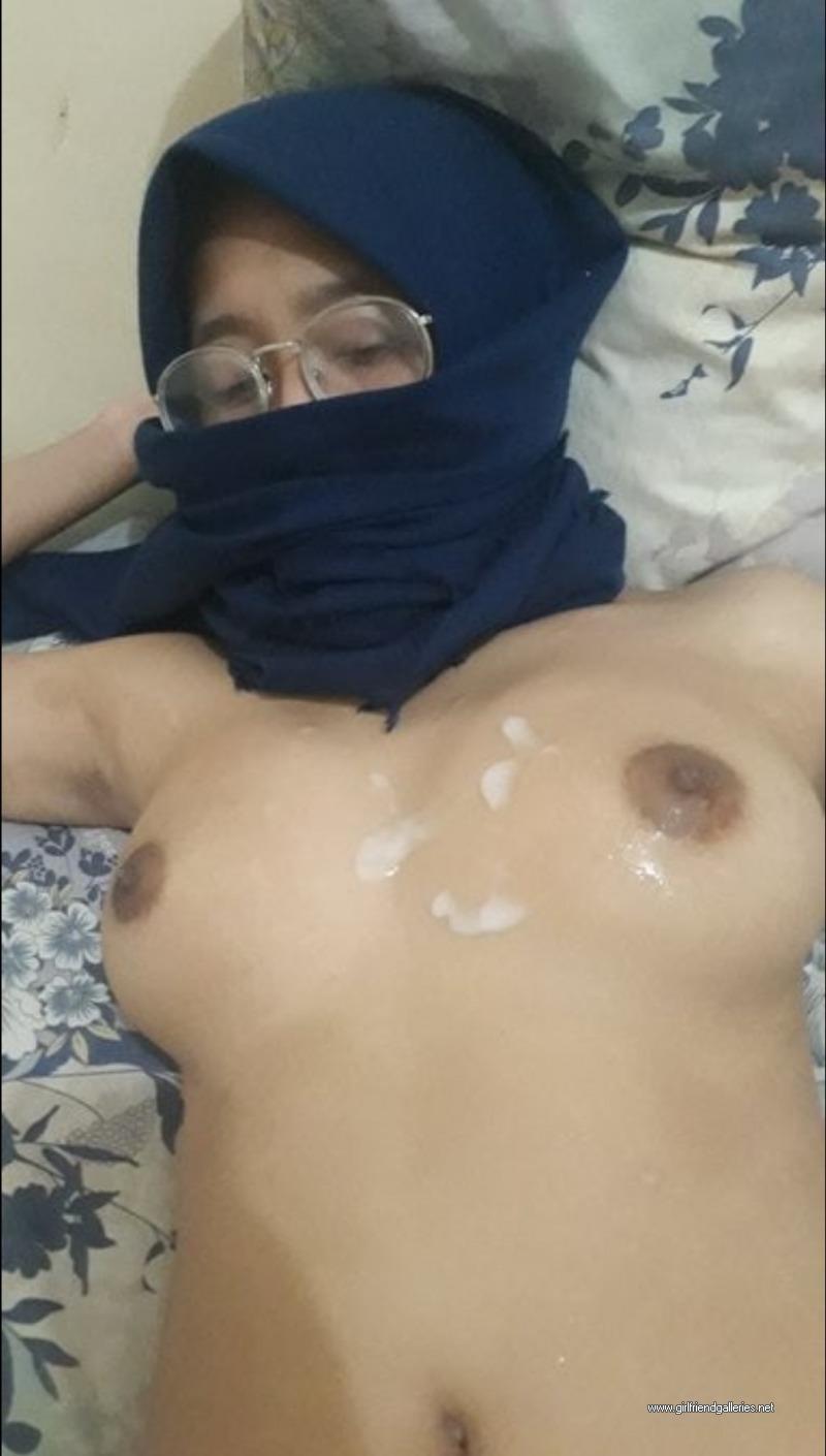 Nudist Hijabi Girl