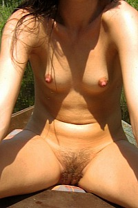 Naked hottie shows her secret private places