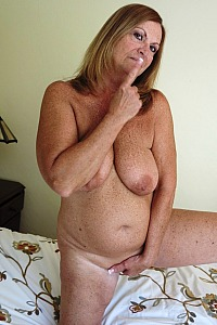 Hot Mature Showing Off