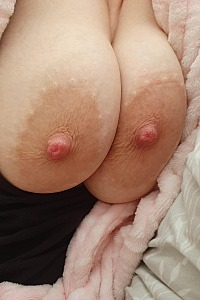 More of wifey's big nipples n curves