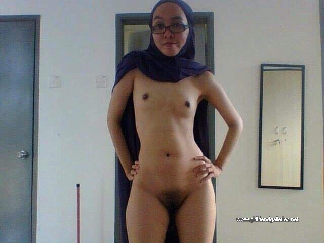 Sexy Nude Hijabi Hotwife
