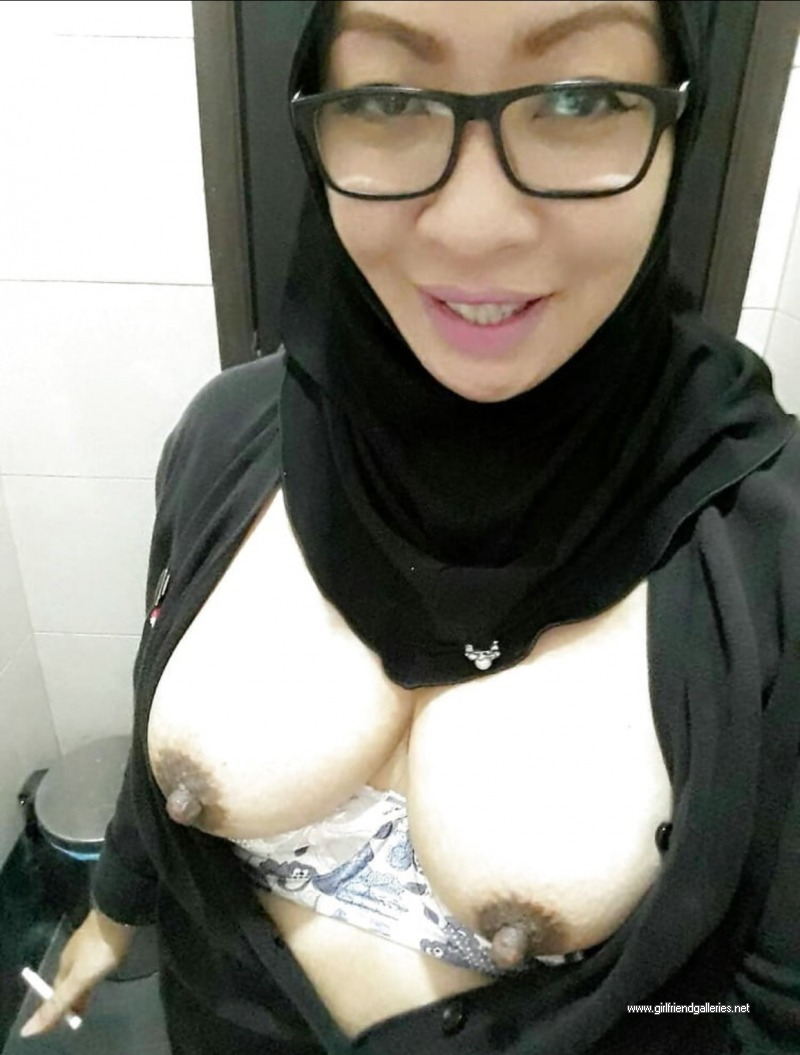 Hijabi Hot Mom Boobies