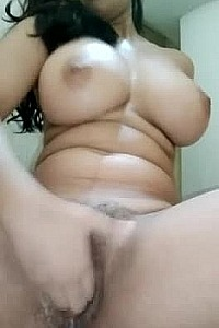 big boobs girl masterbate