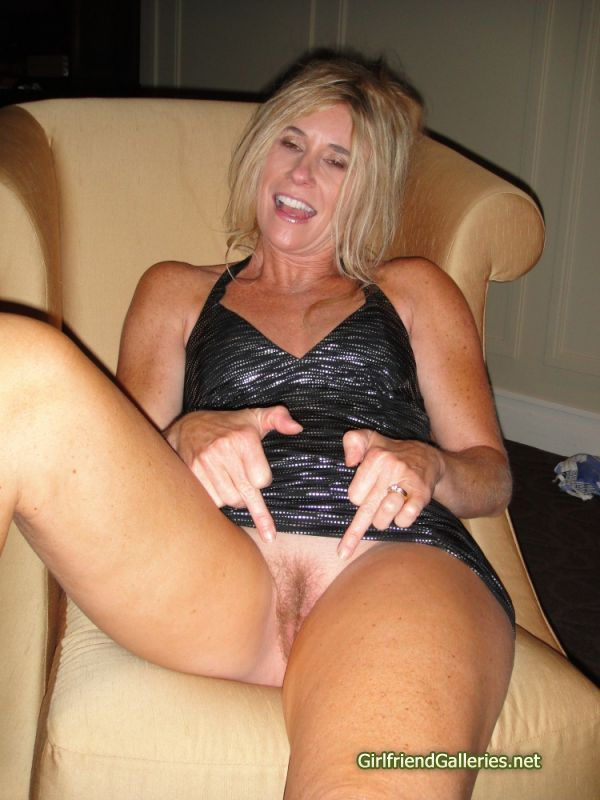 Milf mom with lez and boys